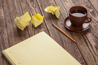 Notepad-on-a-wooden-table